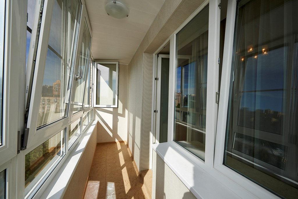 Теплое остекление балконов и лоджий в Москве и МО