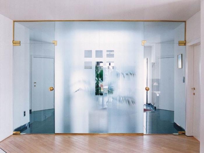 Преимущества монтажа стеклянных перегородок от компании «КИСЛОРОД»